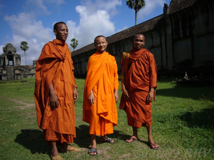 Three monks sightseeing